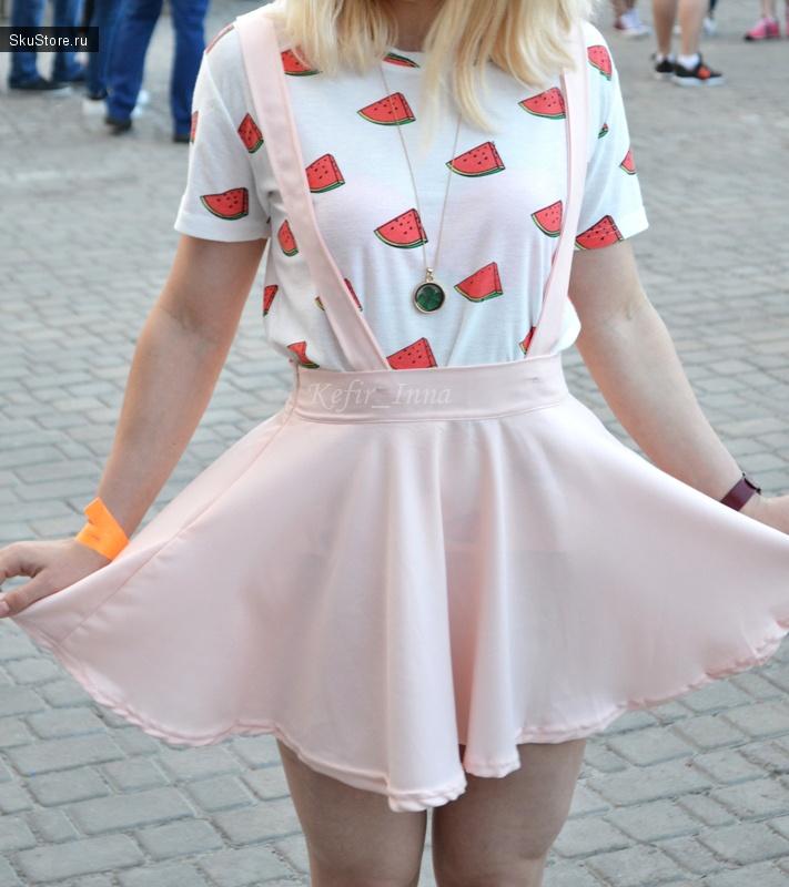 цветная юбка карандаш с чем носить