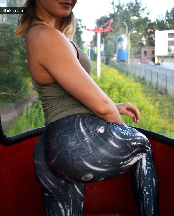 Видео девушка моет полы в лосинах — pic 3